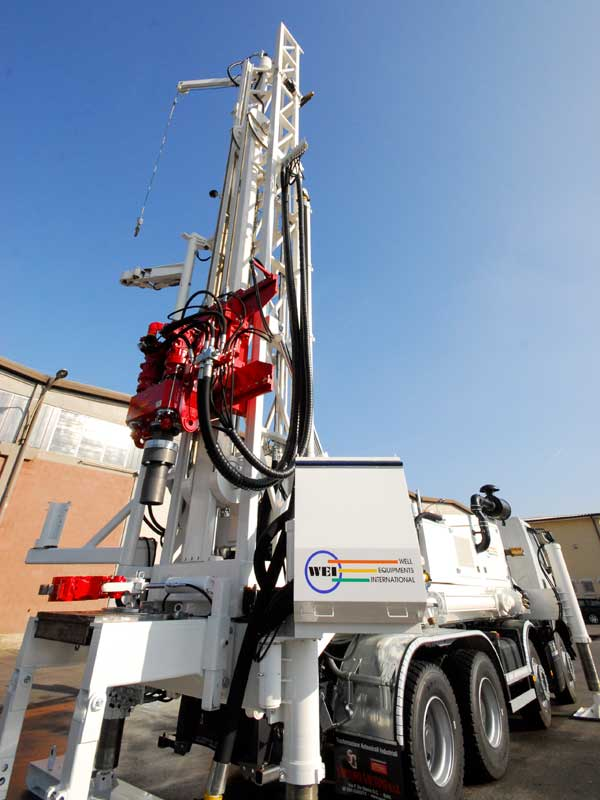 WEI D40 Skid Mounted Drilling Rig – DRILLING RIG 40 MTON