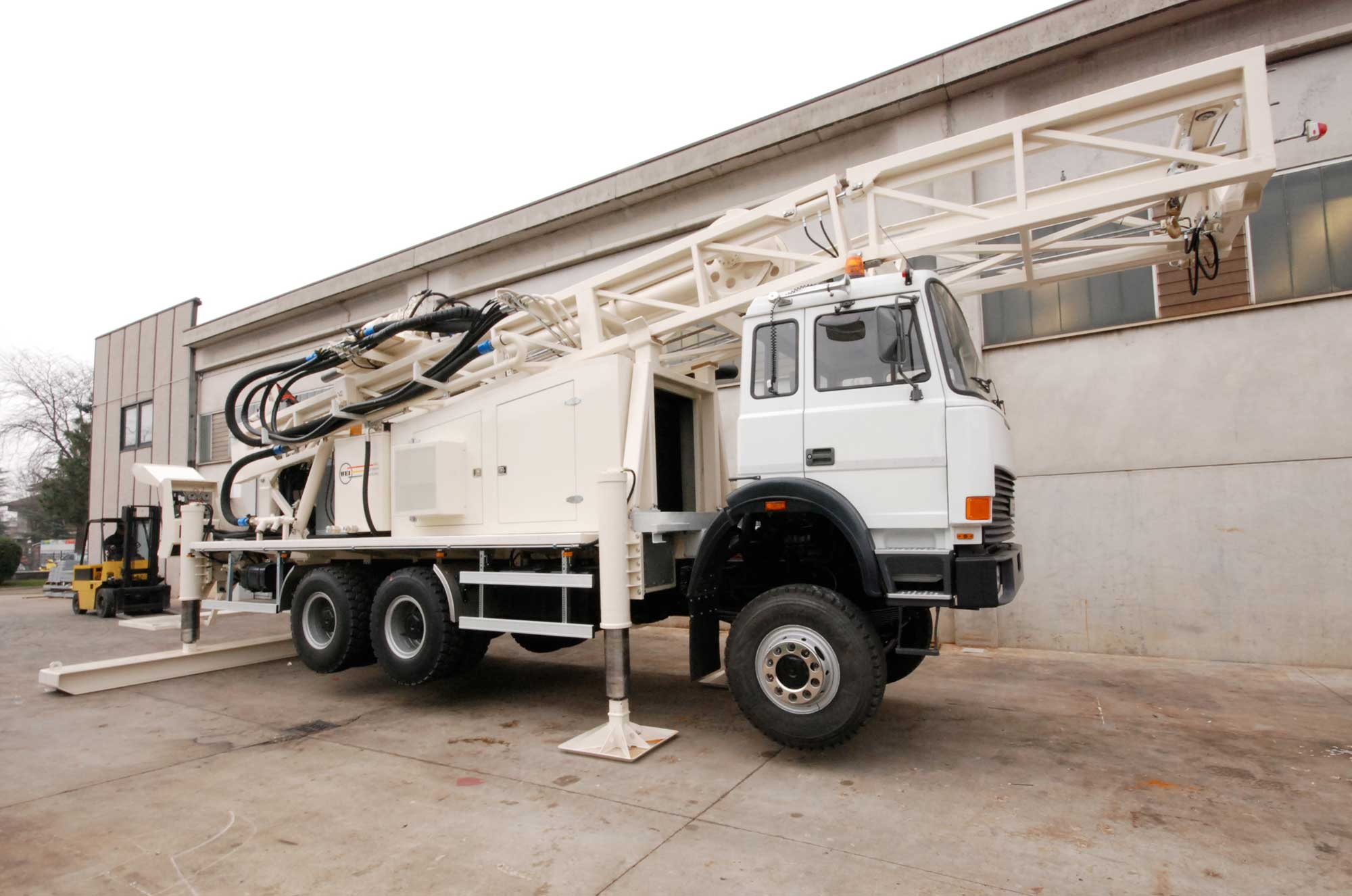 Wei | Well Equipment International - Piacenza, Italy | D40 Truck Mounted – DRILLING RIG 40 MTON