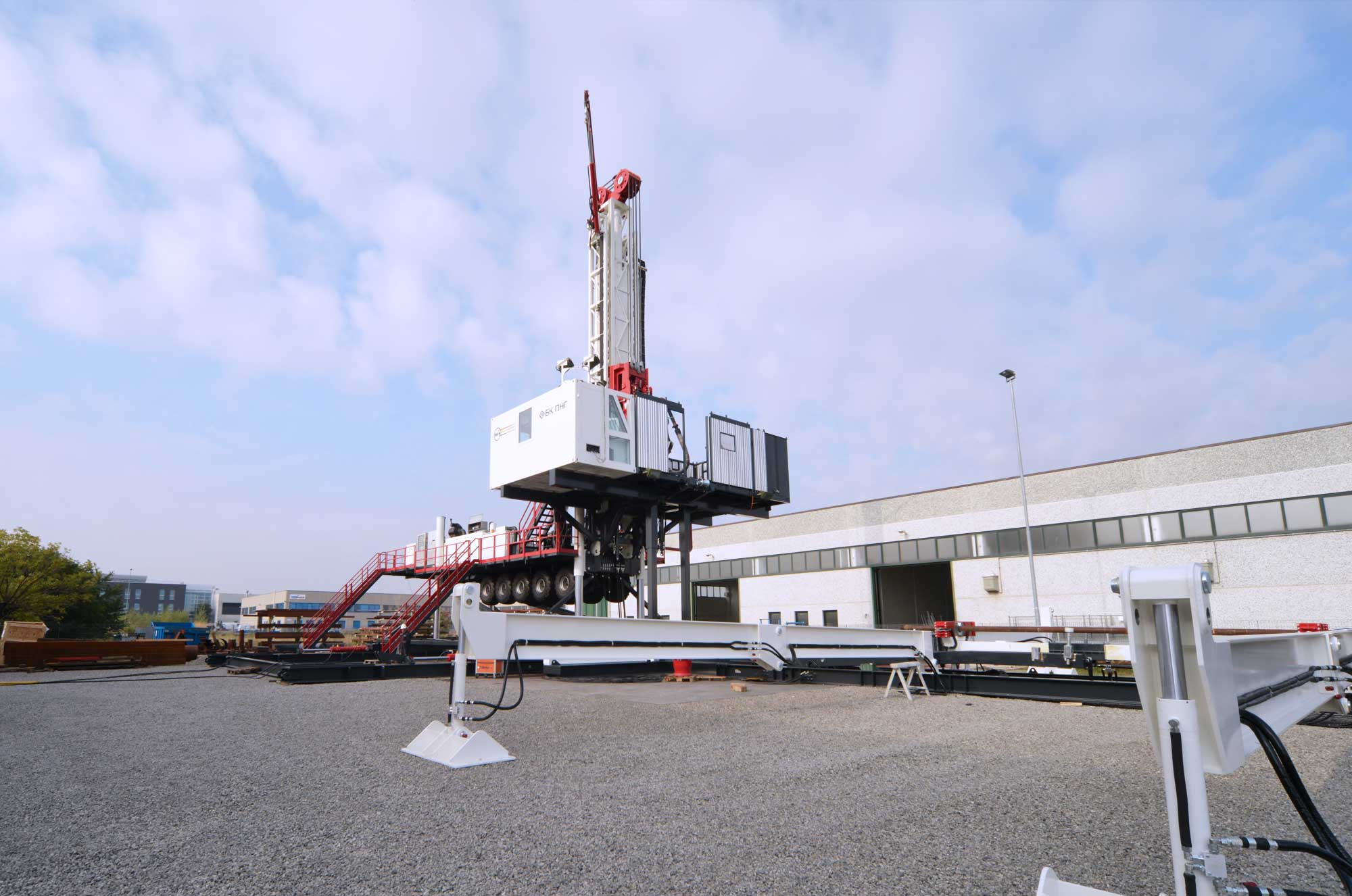 Wei | Well Equipment International - Piacenza, Italy | DS250 LT – DRILLING RIG 250 MTON